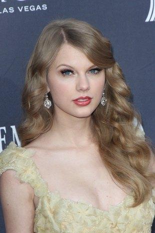 Tylor Swift lubi wyglądać jak księżniczka (FOTO)