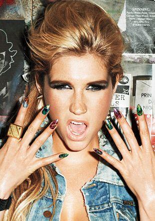 Ke$ha promuje zegarki bez spodni (FOTO)