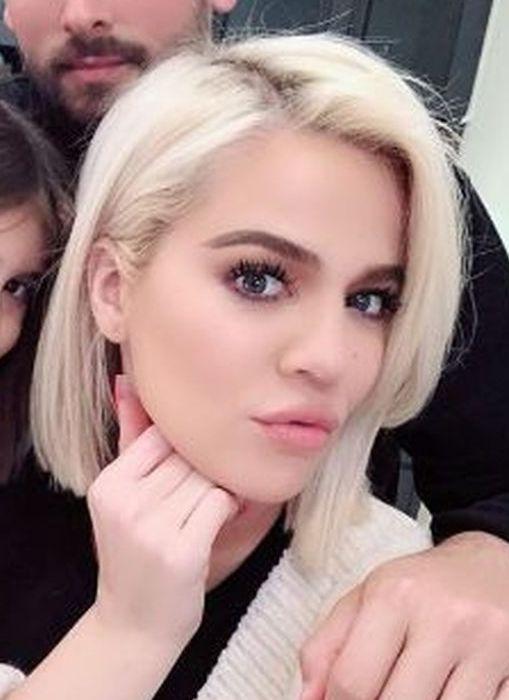 Fryzury Khloe Kardashian Kozaczek