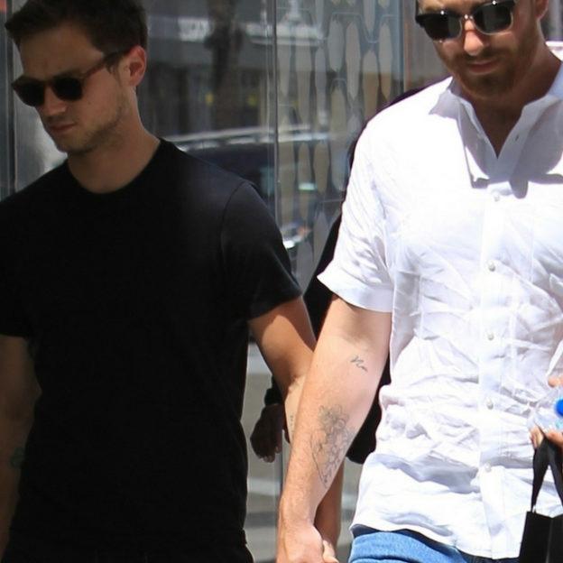 Sam Smith i Brandon Flynn trzymają się za ręce
