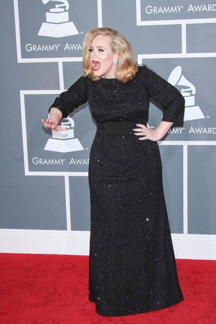 Adele: Mia�am na sobie 3 lub 4 pary bielizny wyszczuplaj�cej