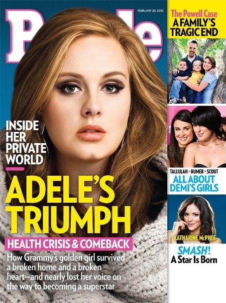 Adele i tort w kształcie piersi