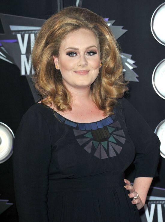 Zarobki Adele mog� zaskoczy�