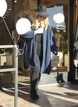 Adele w West Hollywood – robi zakupy dla dziecka (FOTO)
