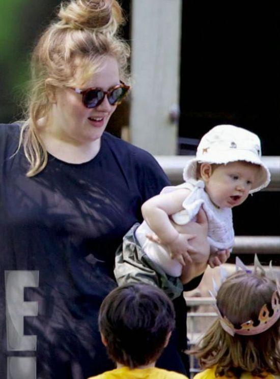 Adele wreszcie pokazała twarz synka (FOTO)