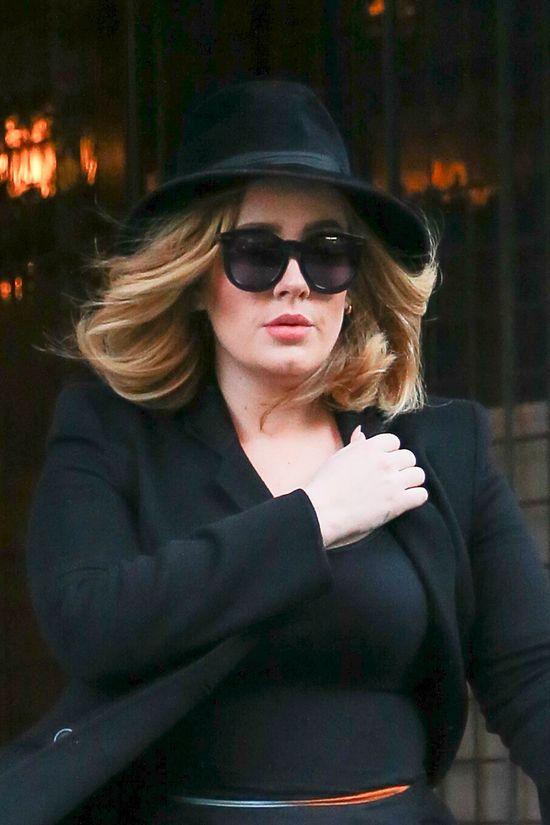 Co powiecie na Adele w kreacji rodem z szafy Kardashianek?