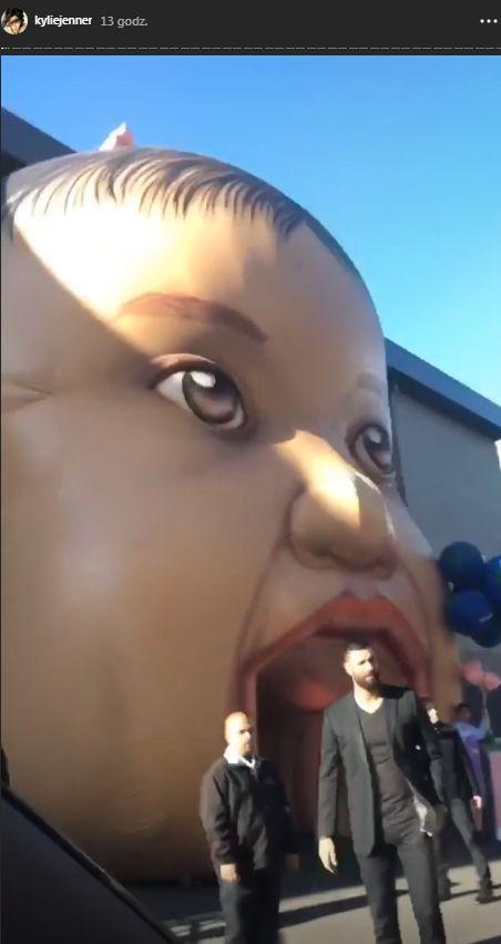 Totalny PRZEPYCH na 1. urodzinach córeczki Kylie Jenner – wesołe miasteczko ze sklepami