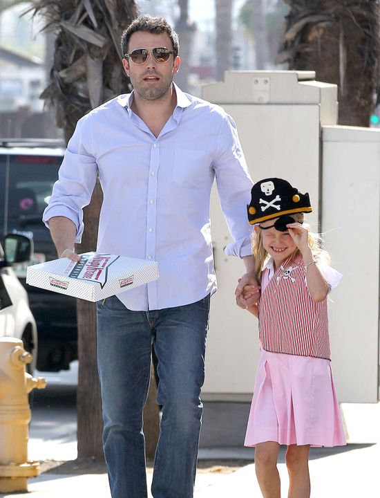 Ben Affleck z Violet podczas Dnia Mówienia jak Pirat (FOTO)