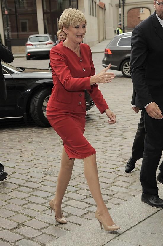 Agata Duda - pierwsza dama w kusej mini i czerwonej szmince