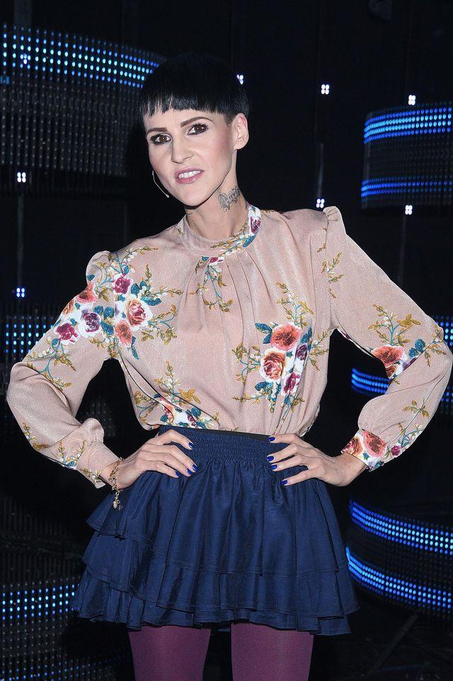Agnieszka Chylińska miała wyglądać bardziej kobieco w tej fryzurze? (ZDJĘCIA)