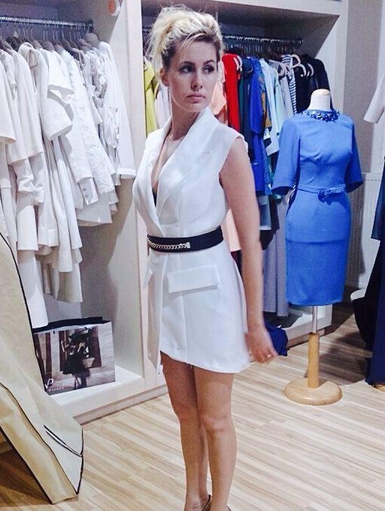 Materiał na tę sukienkę sprowadzono aż z Francji! (FOTO)