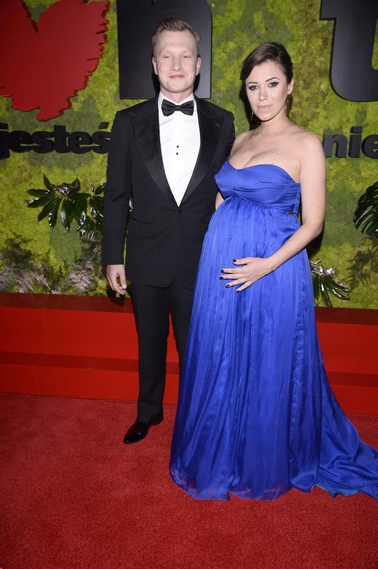 Dziennikarka pokazała ciążowy brzuszek na balu Fundacji TVN (FOTO)