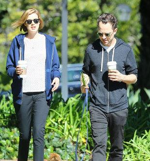 Agyness Deyn z mężem, Giovannim Ribisim na spacerze (FOTO)