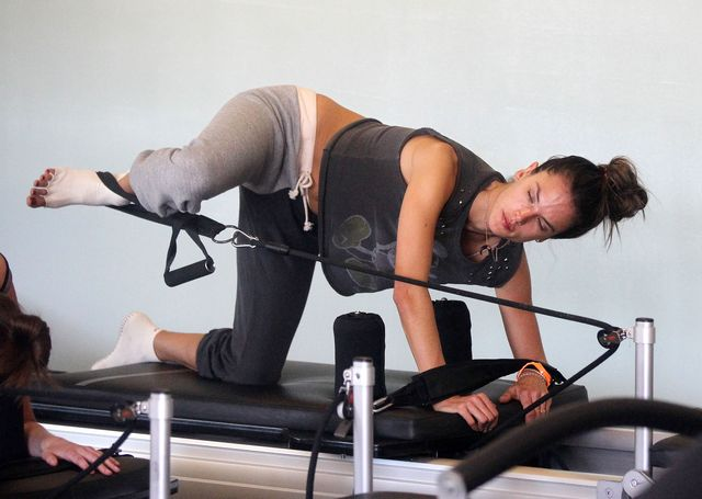 Tak ćwiczy Alessandra Amborsio (FOTO)