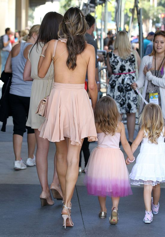 Dwa aniołki: Alessandra Ambrosio z córką (FOTO)