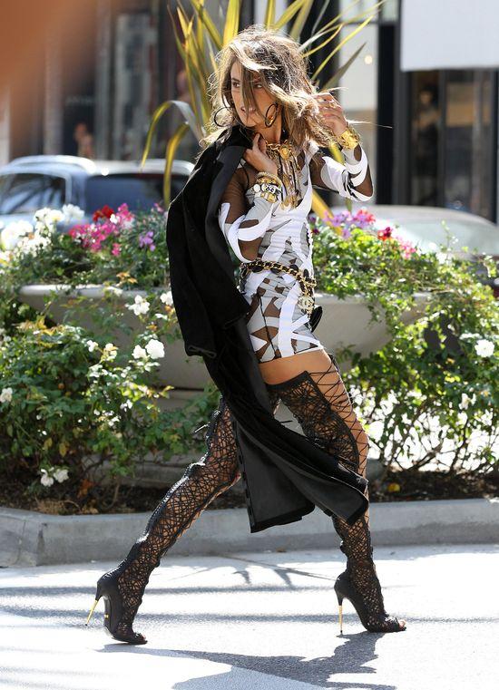 Pi�kna Alessandra Ambrosio dla Chanel (FOTO)
