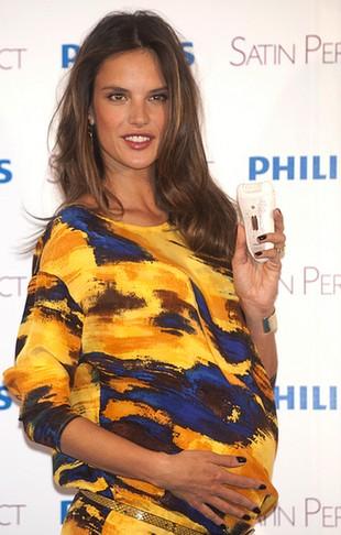 Alessandra Ambrosio ma świetny humor w ciąży (FOTO)