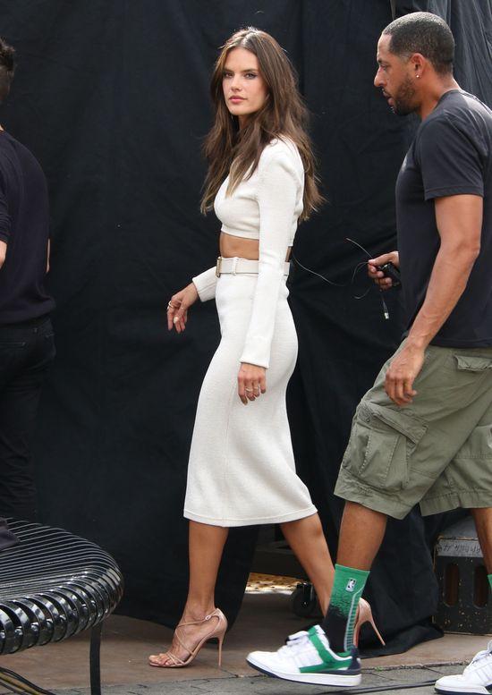 Kardashian i Ambrosio w identycznych kreacjach (FOTO)