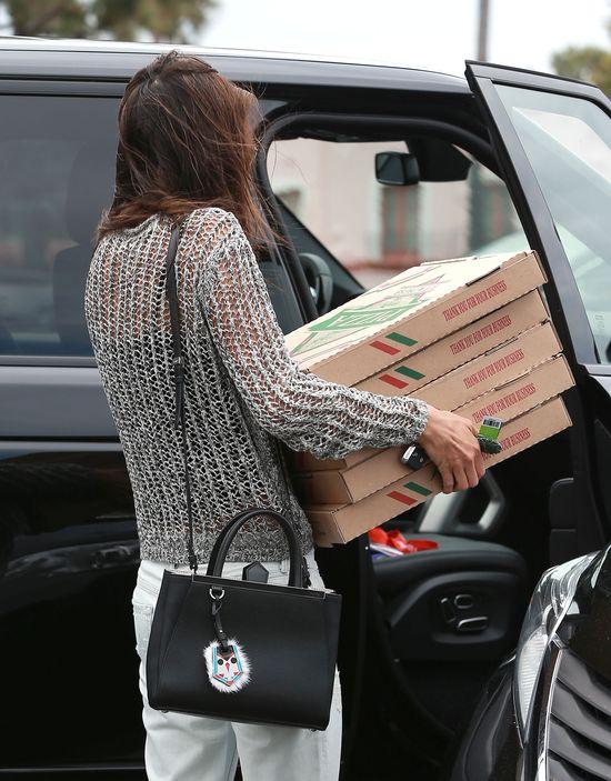 Nie zgadniecie, czym Alessandra Ambrosio karmi swoich gości