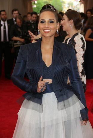 Alicia Keys dotrzymała słowa – nie maluje się nawet na scenę (FOTO)