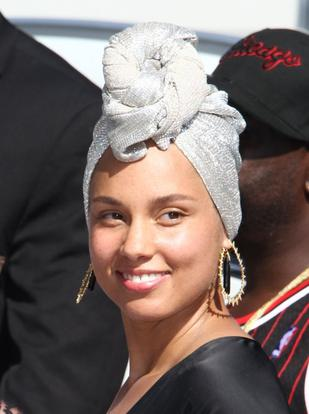 Alicia Keys bez makijażu, ale z TYM kosmetykiem nie potrafi się rozstać