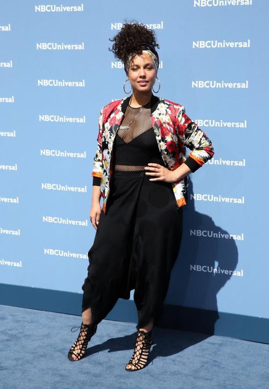 Alicia Keys zrezygnowała z makijażu, ale z TYM kosmetykiem nie potrafi się rozst