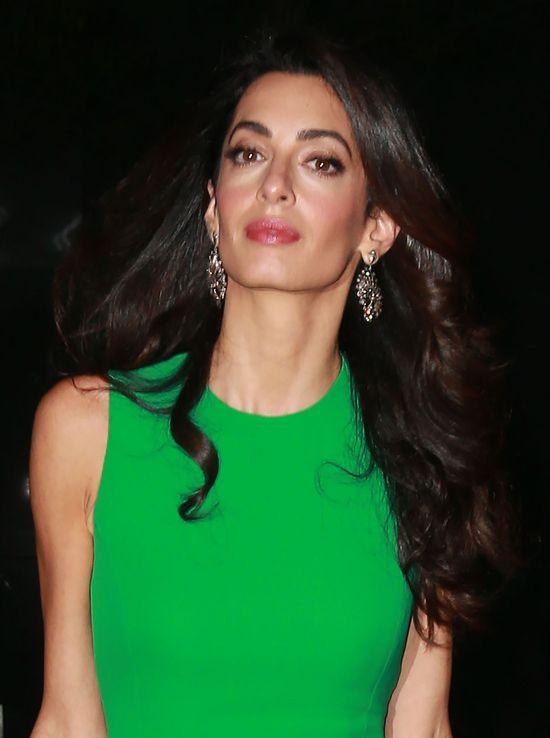 Amal Clooney pod togą skrywa takie nogi! (FOTO)