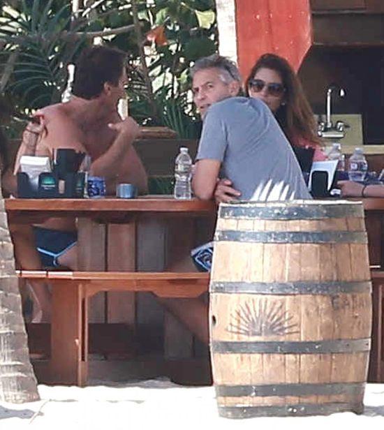 Clooney, Amal Alamuddin i rodzinka Cindy Crawford na urlopie