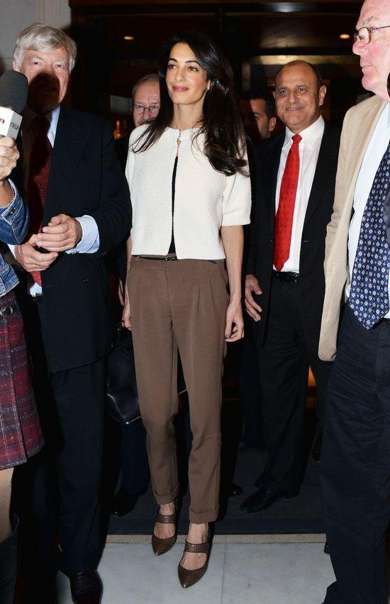 Amal Clooney wywyższa się nad znajomymi męża