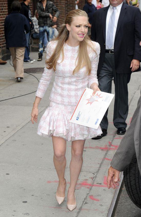 Amanda Seyfried cierpi dla piękna (FOTO)