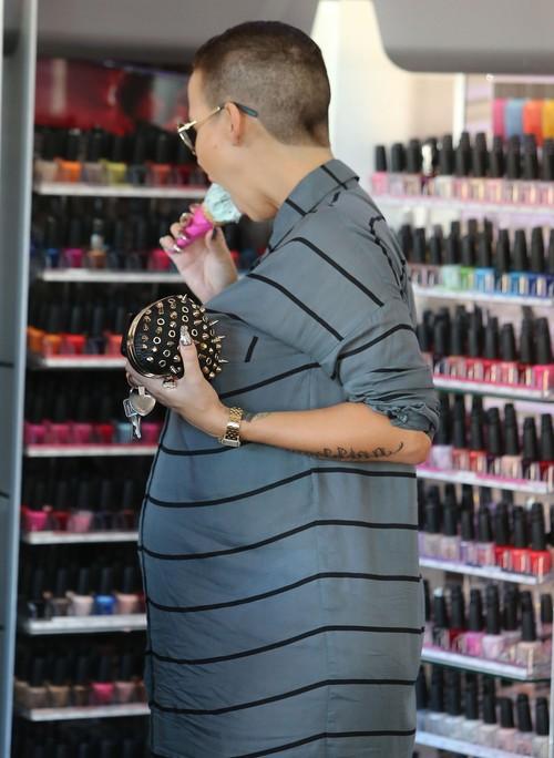 Amber Rose w ci��y nie rezygnuje ze s�odko�ci (FOTO)