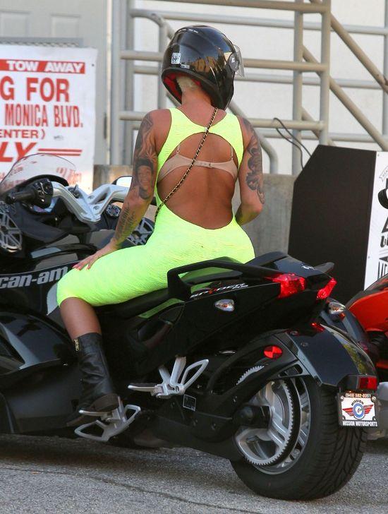 Jak spalić wyobrażenia o seksownej kobiecie na motorze?