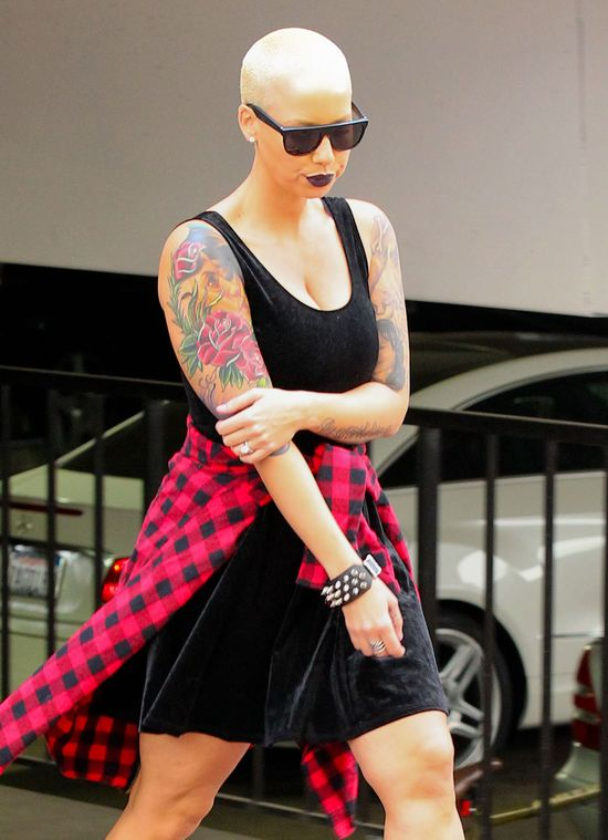 Poznajecie ją po nogach i tatuażach? (FOTO)
