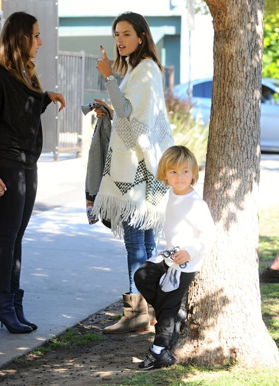 Jego mama to sławna modelka (FOTO)