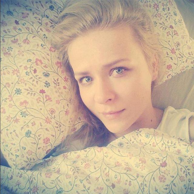 Co powiecie na Anetę Zając w łóżku bez makijażu? (FOTO)