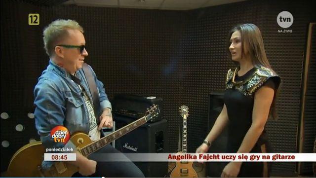 Angelika Fajcht poszła na lekcję gry na gitarze!