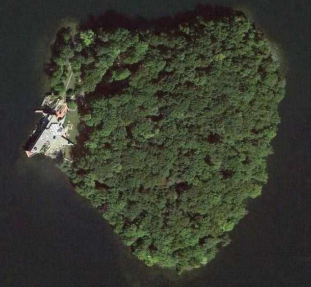 Angelina Jolie kupiła Bradowi wyspę w kształcie serca!