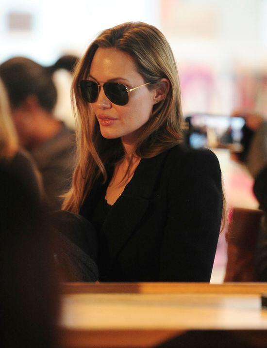 Angelina Jolie z dziećmi na zakupach (FOTO)