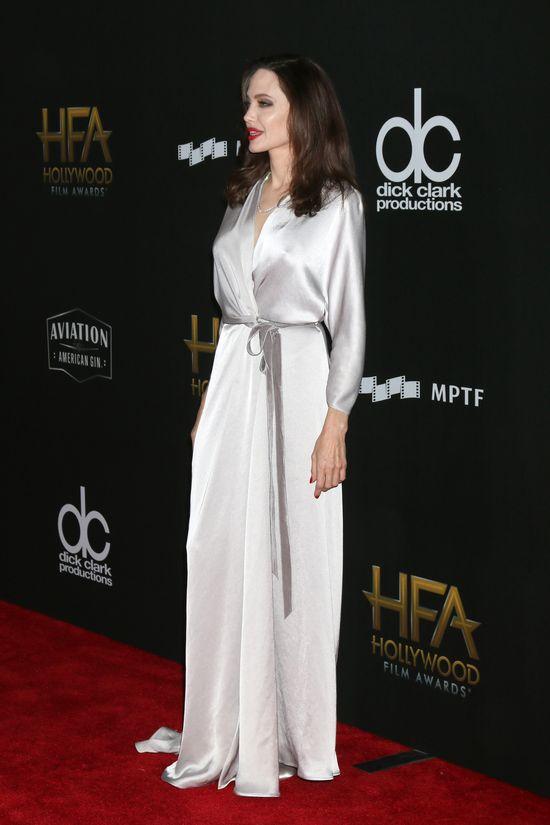 Angelina Jolie zmienia styl! Co ma z tym wspólnego Selena Gomez?