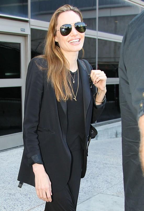 Na co Angelina Jolie wydaje pieniądze ze sprzedaży biżuterii