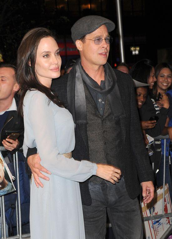 Angelina Jolie uznała, że seks z Bradem był... krępujący