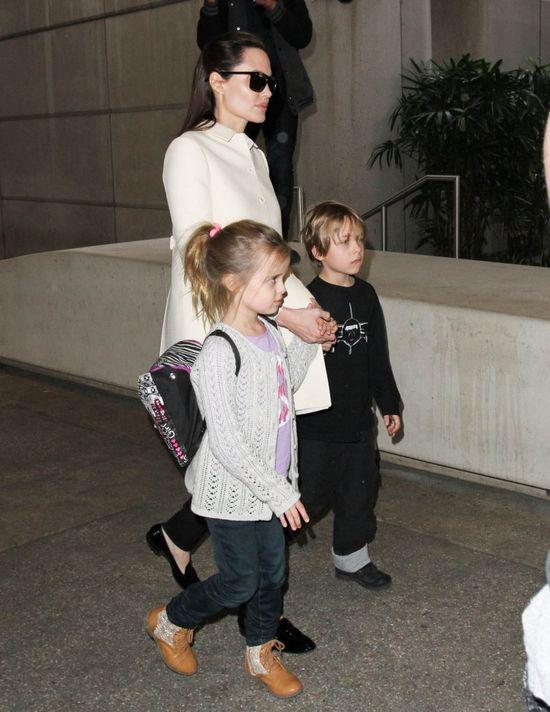 Paparazzi przyłapali Angelinę Jolie z dziećmi (FOTO)