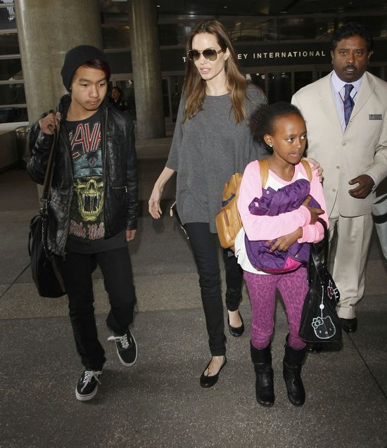 Angelina Jolie nie radzi sobie z dziećmi i...