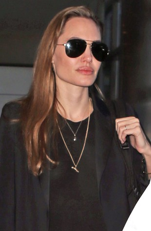 Na co Angelina wydaje pieniądze ze sprzedaży biżuterii?
