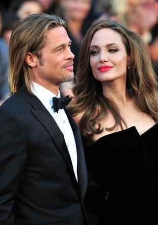 Przyjrzyjmy się lepiej pierścionkowi Angeliny Jolie (FOTO)