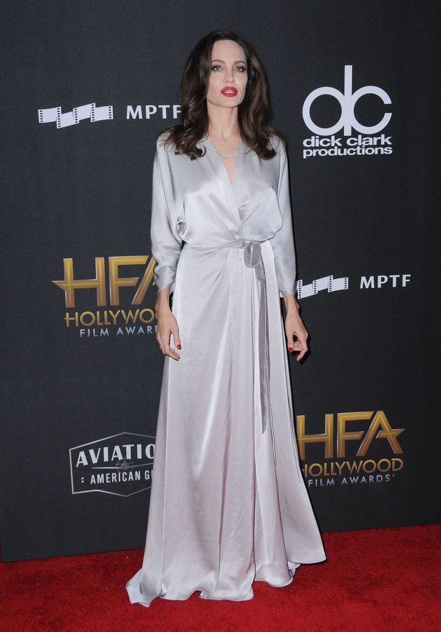 Angelina Jolie przyszła na imprezę, a internauci pytają, czy zmieniła klinikę (Z