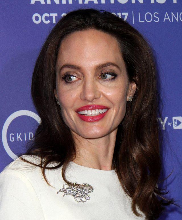 Angelina Jolie skróciła włosy (ZDJĘCIA)