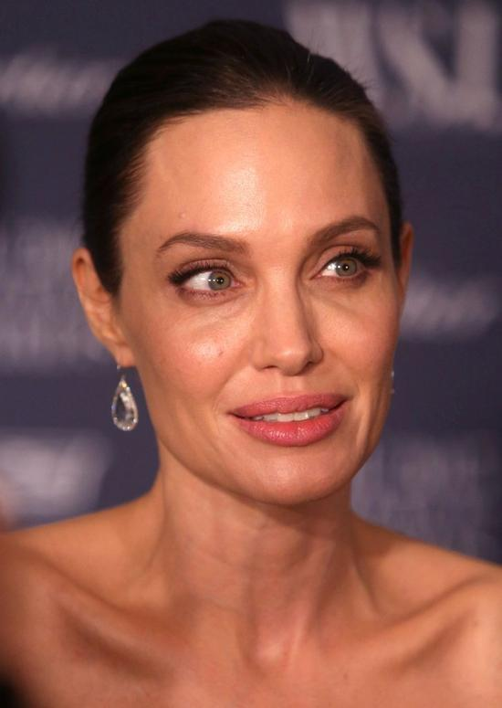 Z�e wie�ci na temat stanu zdrowia Angeliny Jolie