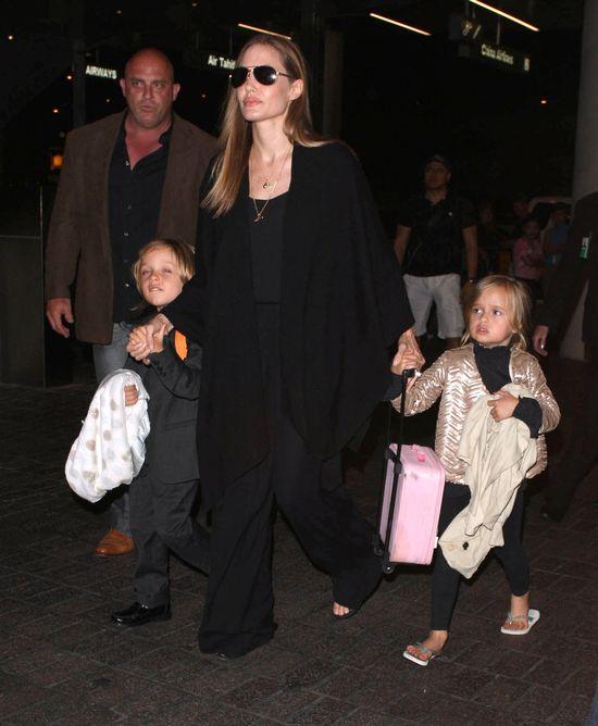 Zapracowana mama - Angelina Jolie (FOTO)