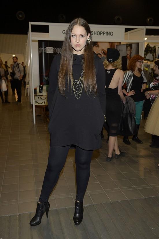Ania Bałon chowa się pod szeroką sukienką (FOTO)